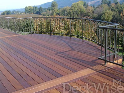 outdoor deck made of cumaru